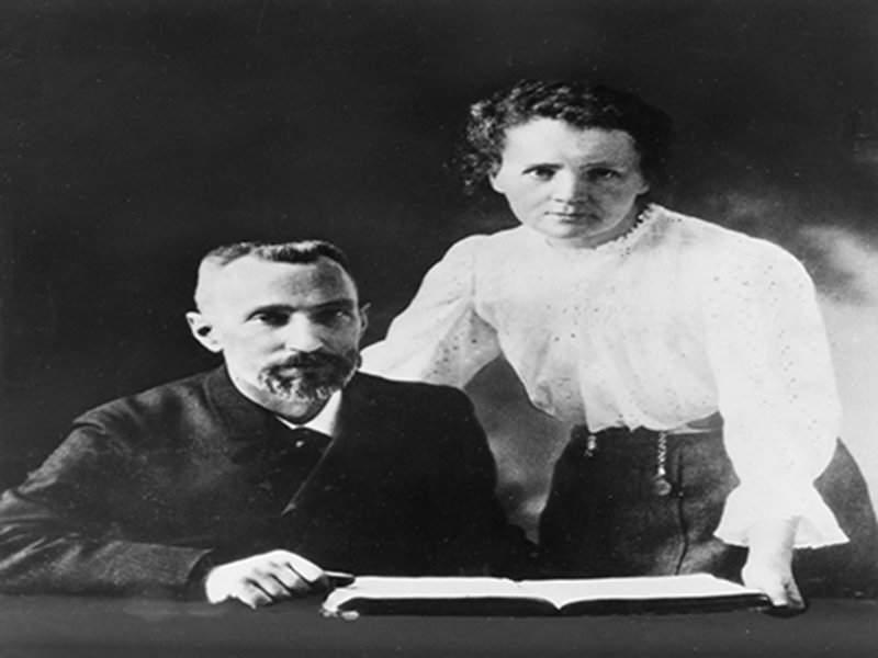 Pierre_Curie_(1859-1906)_and_Marie_Sklodowska_Curie_(1867-1934)